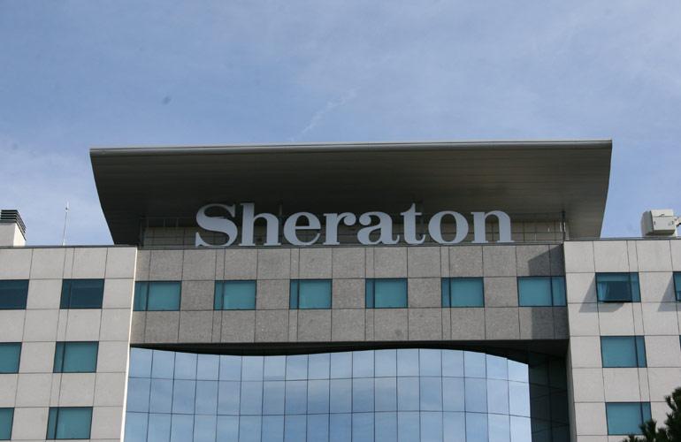 Letras corpóreas sheraton
