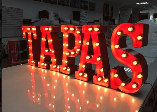 Distintos usos para las letras con bombillas