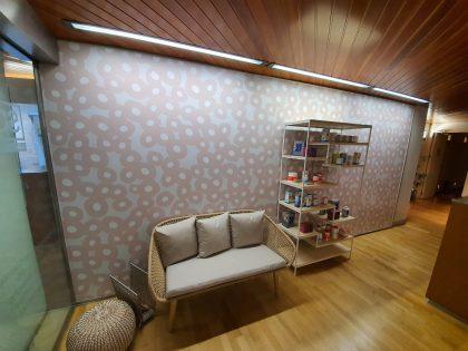 Creación e instalación de vinilos decorativos para tiendas, empresas y oficinas de Madrid